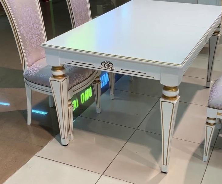 Белый стол из дерева с золотой патиной и резными ножками 155х90 раздвижной (арт. М4345)