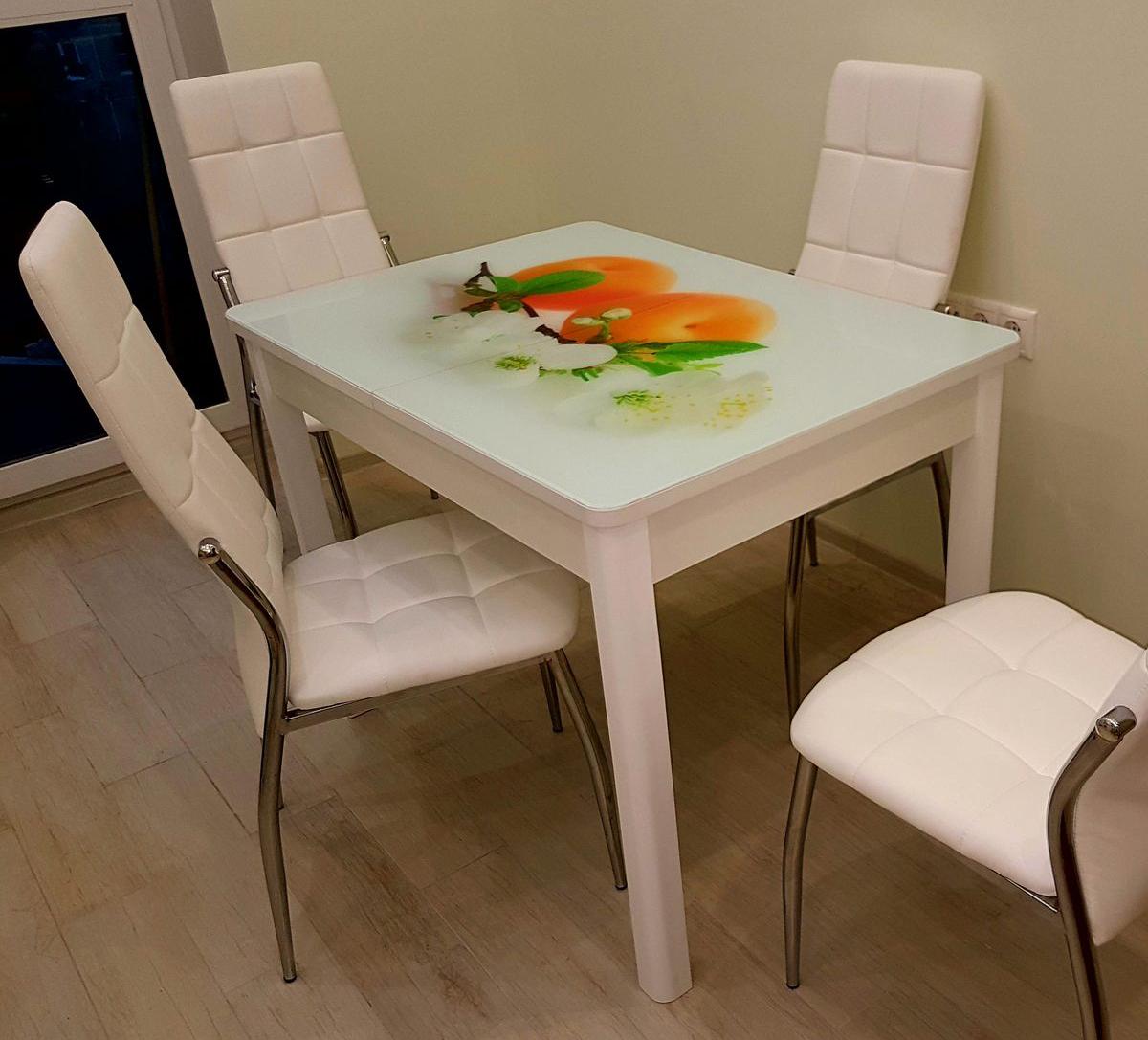 Стол белый стеклянный с деревянными ножками раздвижной 100-135 см. фотопринт (арт. М4307)