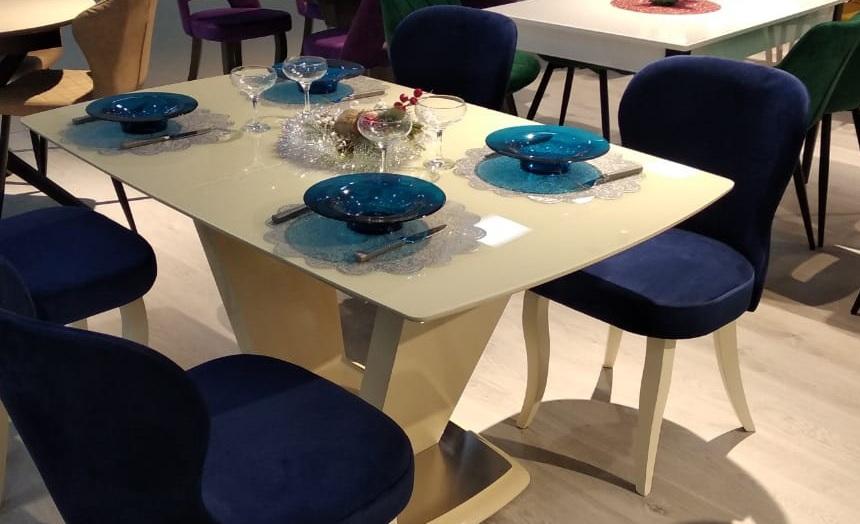 Бежевый стеклянный кухонный стол глянцевый 140х80 см. (арт. М4510)