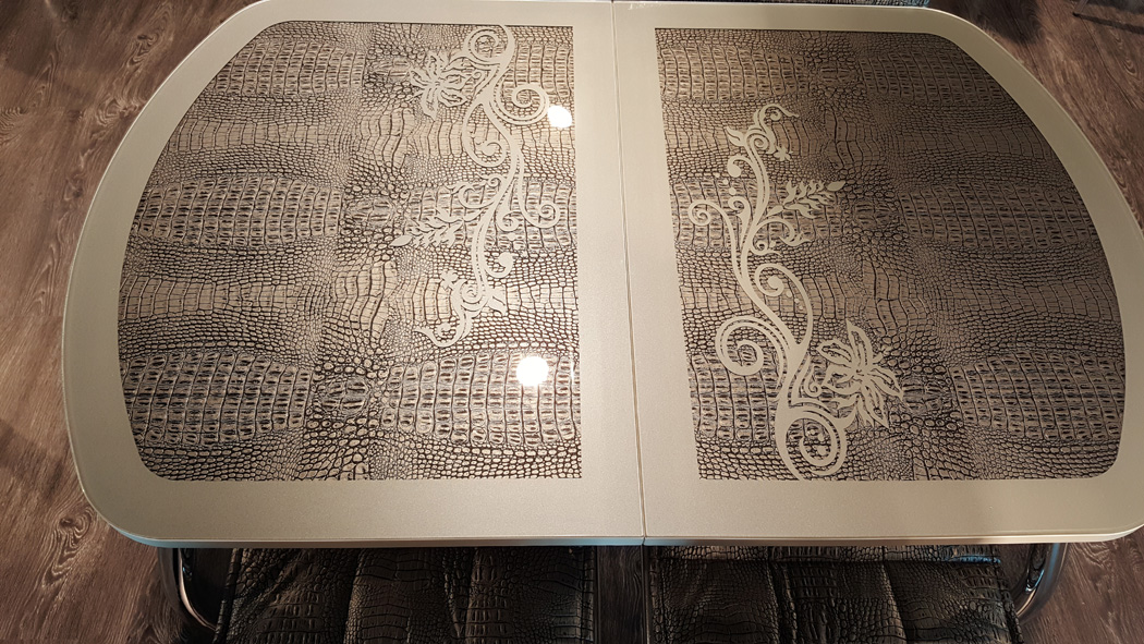 Стол стеклянный серебристый крокодил, раздвидной 110х70 см. (арт. М4186)